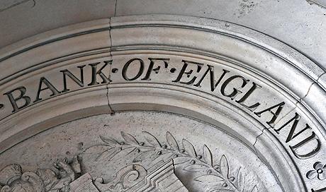 """NTI03 LONDRES (REINO UNIDO) 13.10.08.: Parte de la fachada del Banco Provincial de Inglaterra, en Londres (Reino Unido), el lunes 13 de octubre. El Gobierno británico se convertirá en el mayor accionista del Royal Bank of Scotland (RBS) y del grupo resultante de la fusión entre el Lloyds TSB y el Halifax Bank of Scotland (HBOS) tras comprometer hasta 37.000 millones de libras (46.472 millones de euros) en un plan de rescate """"sin precedentes"""". El RBS incrementará con fondos públicos su liquidez en 20.000 millones de libras (25.205 millones de euros), mientras que el Lloyds TSB y el HBOS optarán por una solución mixta público-privada de hasta 17.000 millones de libras (21.418 millones de euros), comunicaron hoy los tres bancos al regulador de la Bolsa de Londres. EFE/Lawrence Looi PROHIBIDO SU USO EN REINO UNIDO E IRLANDA REINO UNIDO CRISIS FINANCIERA"""