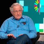 """Chomsky: """"Las actuales políticas están pensadas para proteger los poderes concentrados en unos pocos grupos, defendiéndolos contra su propia población"""""""