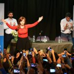 """CFK: """"Convocamos a todos: peronistas, socialistas, de izquierda, nacionalistas, radicales, los que piensan que entregar el país no puede pasar otra vez"""""""