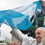 """Francisco designa a dos """"curas villeros"""" como obispos en Argentina y avanza hacia una """"Iglesia con pastores con olor a oveja"""""""